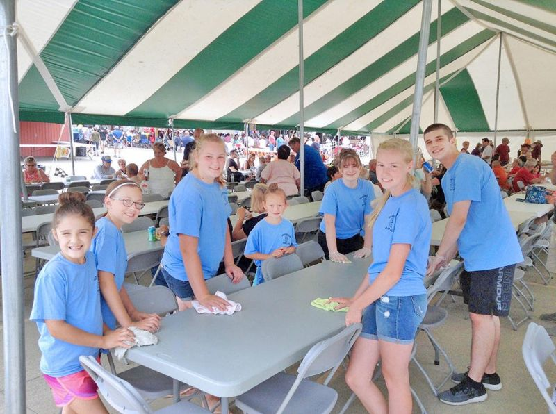 Crooked Run 4-H club provides community service